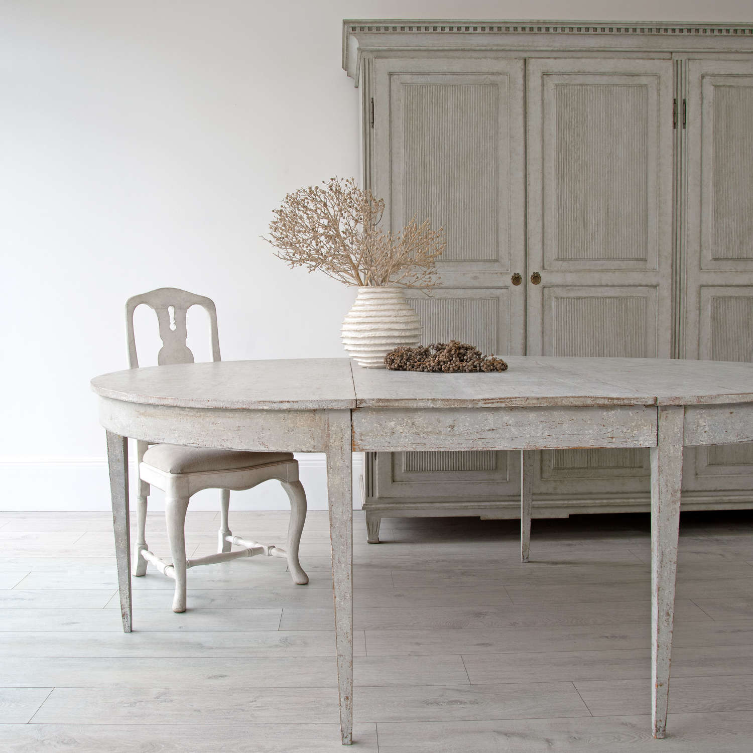 PERIOD GUSTAVIAN DINING TABLE